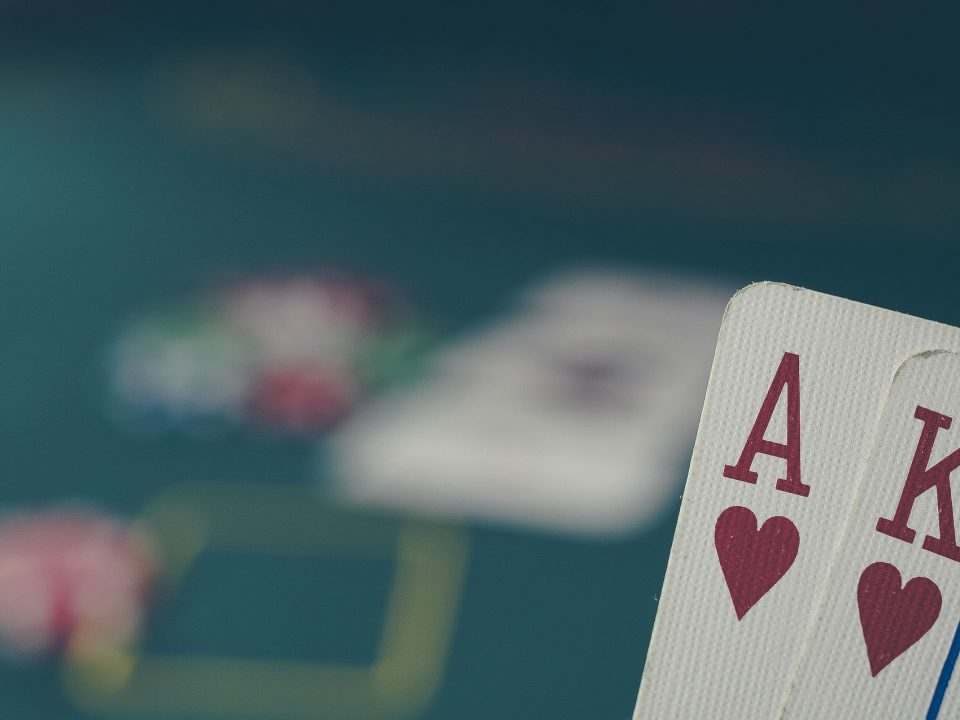 Phil-Hellmuth-il-re-del-poker-betaland-the-clover